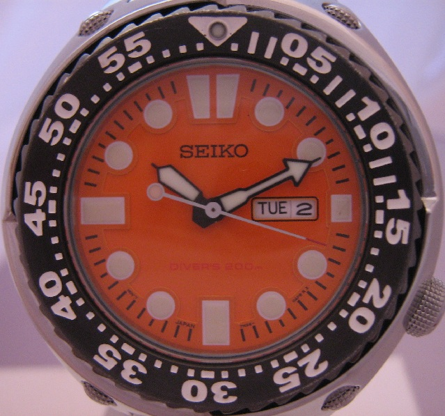 Seiko Diver Sawtooth, Orange Dial, Steel Bracelet