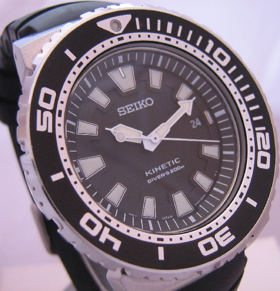 Seiko Kinetic 200M Divers, Black Dial, Black Rubber Strap